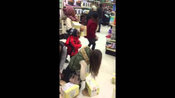 Lady Steals From Kid During Black Friday 2015
