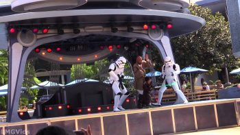 Little Jedi Kid Fights Like Crazy At Disneyland's Jedi Training Academy