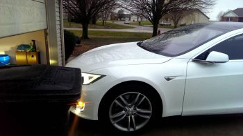 New Tesla Model S Update Automatically Parks The Car