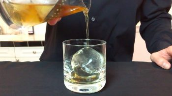 How To Make Perfectly Clear Ice For The Best Cocktail