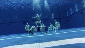 Swim Team Performs Underwater Harlem Shake Dance