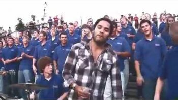 Lenny Kravitz Joins Choir Singing Fly Away On Streets Of New Orleans