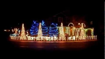 Skrillex Dubstep Mix Christmas Light Show