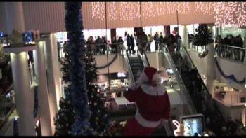 Mall Santa's Beard Gets Stuck In Rope While Rappelling Down From Ceiling
