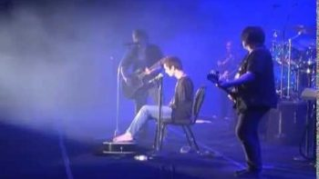 Armless Man Performs Iris With Goo Goo Dolls At Concert
