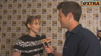 Jennifer Lawrence Interrupts Jeff Bridges At Comic-Con
