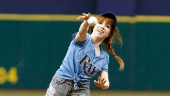 Carly Rae Jepsen Throws Terrible Pitch