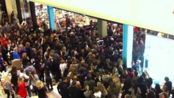 Black Friday Shoppers Rush Urban Outfitters