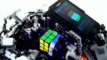 Lego Smart Phone Hybrid Robot Solves Rubik's Cube In Seconds