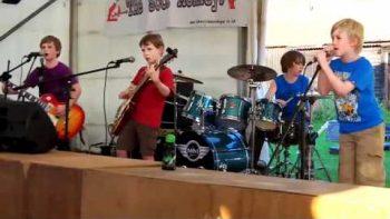 Young Kids Perform Amazing Metallica Enter Sandman Cover