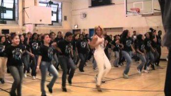 Beyonce Surprises Harlem School, Dances Move Your Body
