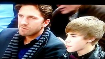 Justin Bieber Booed At Knicks Game, Girl Cries