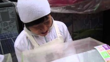 Korean Dessert Man Makes 16,000 Strings Of Honey
