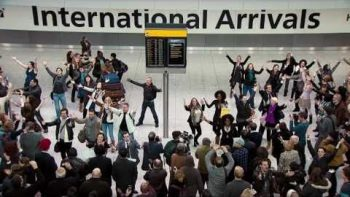 A Cappella Surprise Return Songs To Passengers In Terminal 5 – T Mobile