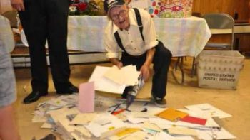 Internet Makes Birthday Party For Old Man William J Lashua That He Will Never Forget