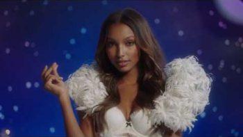 Victoria's Secret Models Sing 'Santa Baby'